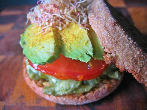 spirulina eggs and sprouts sandwich